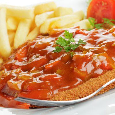 Zigeunerschnitzel mit Pommes frites